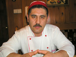 shef-povar-restorana-sim-sim-bohadir-usanov-uzbekskogo-plova-stolko-zhe-vidov-skolko-uzbekov-kotorye-ego-gotovyat