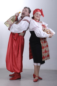 sladkaya-parochka-restorana-shinok-soloha-i-shinkar-nash-restoran-eto-traditsii-ukrainskoj-narodnoj-haty