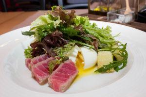 Ресторанная подача салатов фото